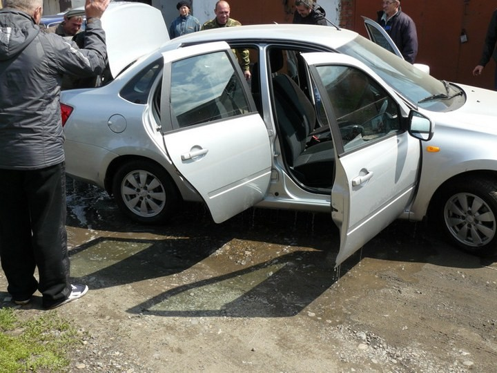 Как спасали автомобили из затопленных гаражей (7)