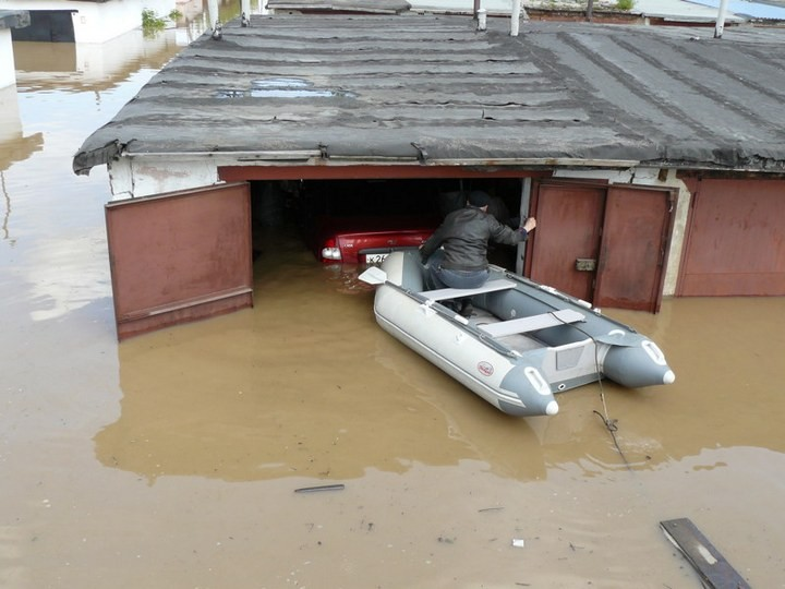 Как спасали автомобили из затопленных гаражей (8)