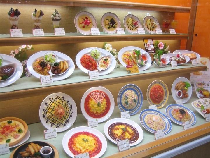 Искусственные блюда на витринах общепита в Японии (10)