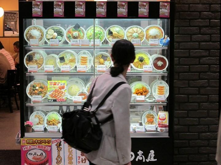 Искусственные блюда на витринах общепита в Японии (14)