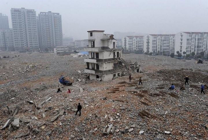 Дома в Китае, ставшие на пути строителей (15)