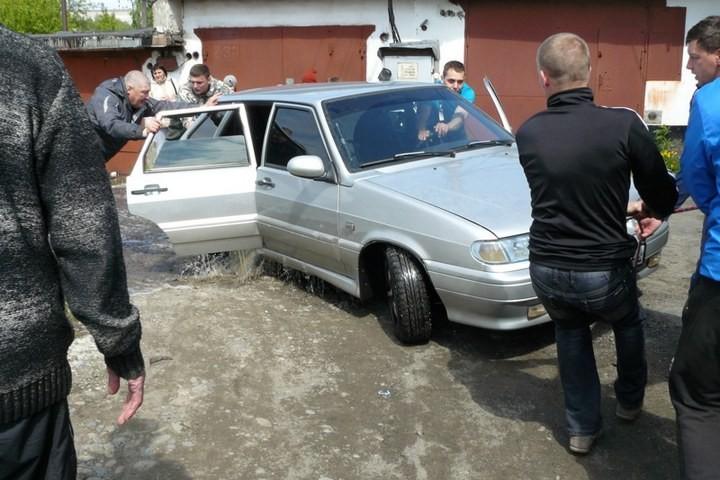 Как спасали автомобили из затопленных гаражей (16)