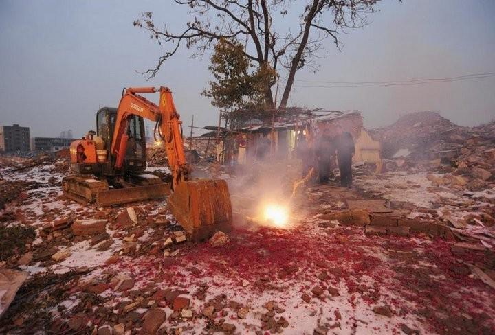 Дома в Китае, ставшие на пути строителей (16)
