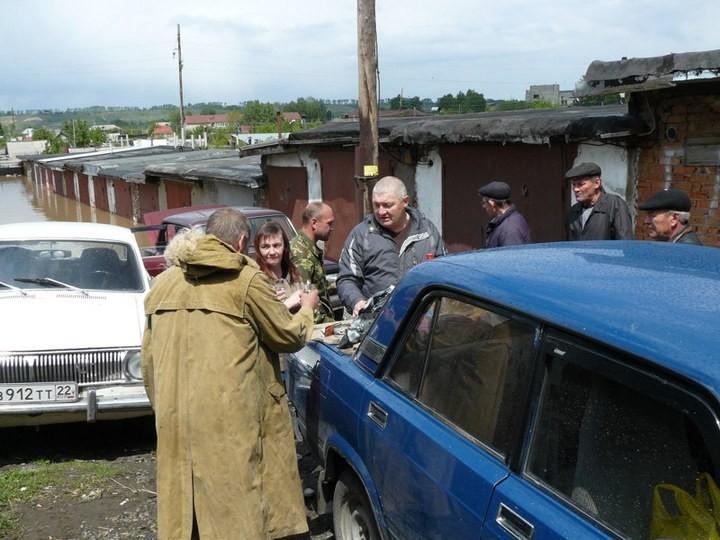 Как спасали автомобили из затопленных гаражей (19)