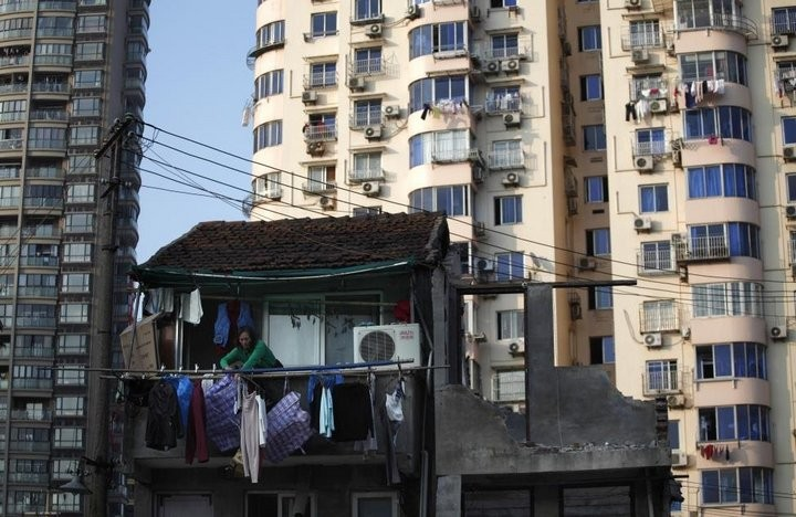 Дома в Китае, ставшие на пути строителей (21)