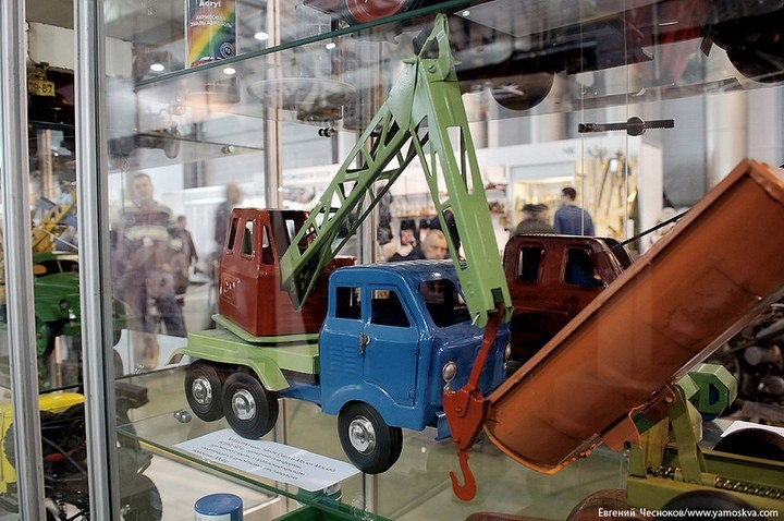 Выставка автомобилей Гаража особого назначения (42)