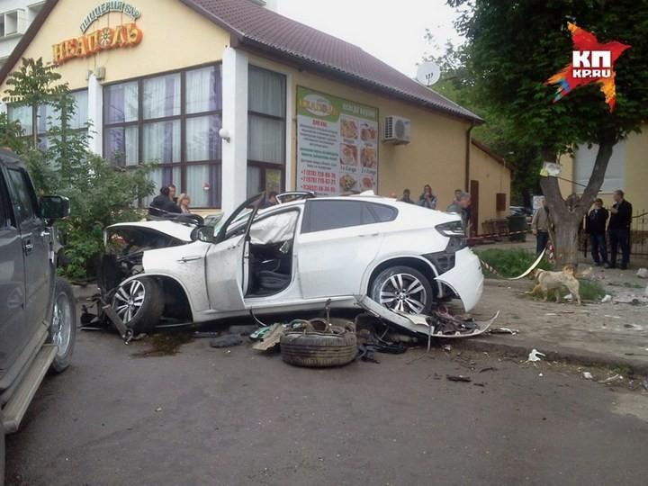 Жуткая авария в центре Симферополя с участием BMW X6M (3)