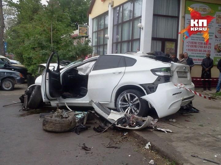 Жуткая авария в центре Симферополя с участием BMW X6M (8)