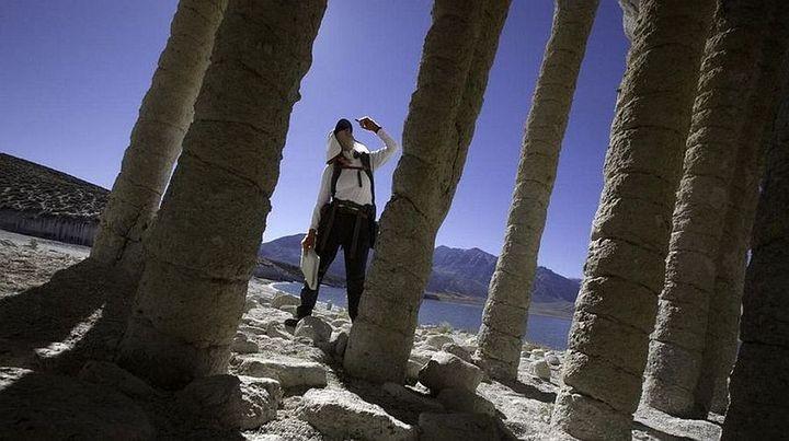 Таинственные каменные колонны озера Кроули в Калифорнии, США (12)