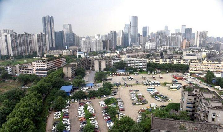 Необычная парковка, где криминалитет и богачи бросают свои тачки (3)