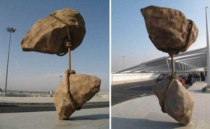 Скульптуры, бросающие вызов законам гравитации (6)