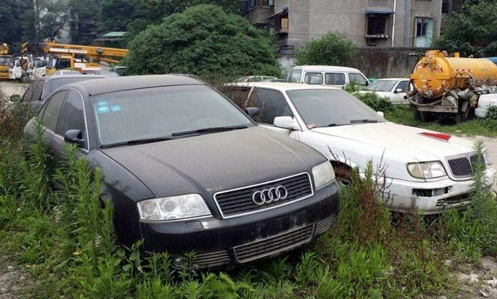 Необычная парковка, где криминалитет и богачи бросают свои тачки (9)