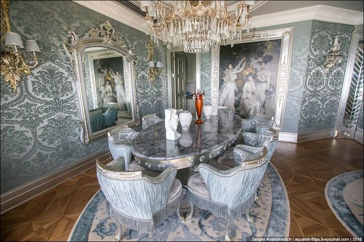 Полмиллиона рублей за номер в отеле (15)