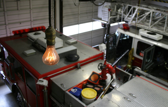 Лампочка на пожарной станции в Ливерморе (Калифорния) производства Shelby Electric (2)