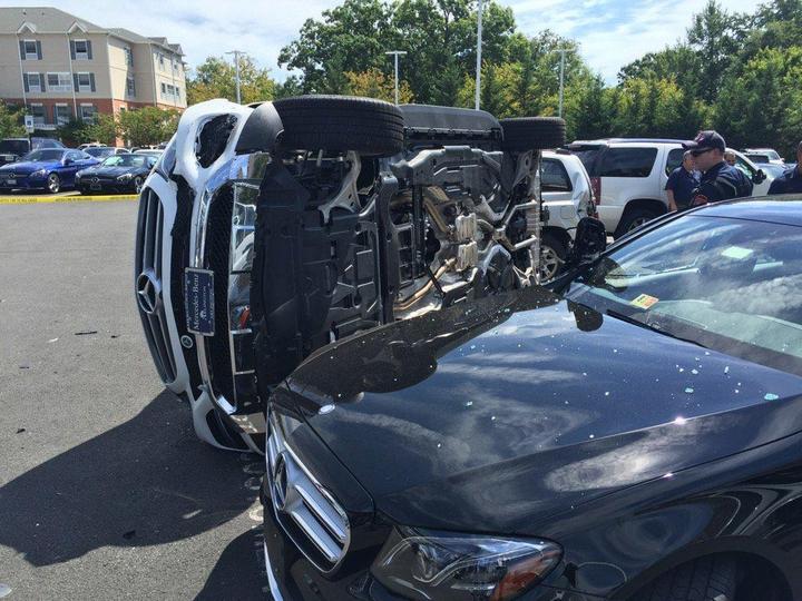 Как разбить новенький Mercedes за одну минуту (1)