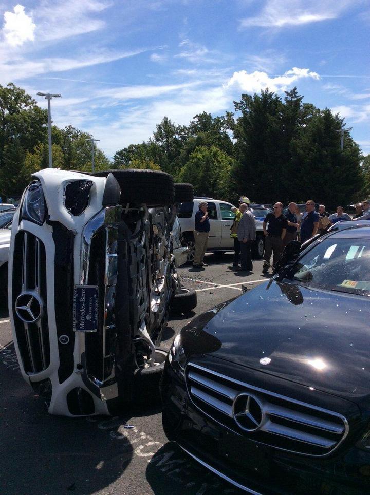Как разбить новенький Mercedes за одну минуту (4)