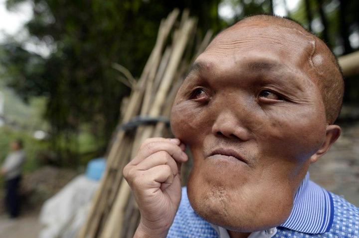 Китайский фермер с лицом инопланетянина (1)