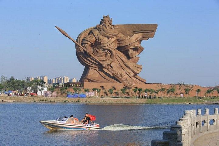 Гигантская статуя Гуань Юй в Китае (1)