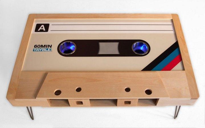 Креативные столы в форме аудиокассет (10)