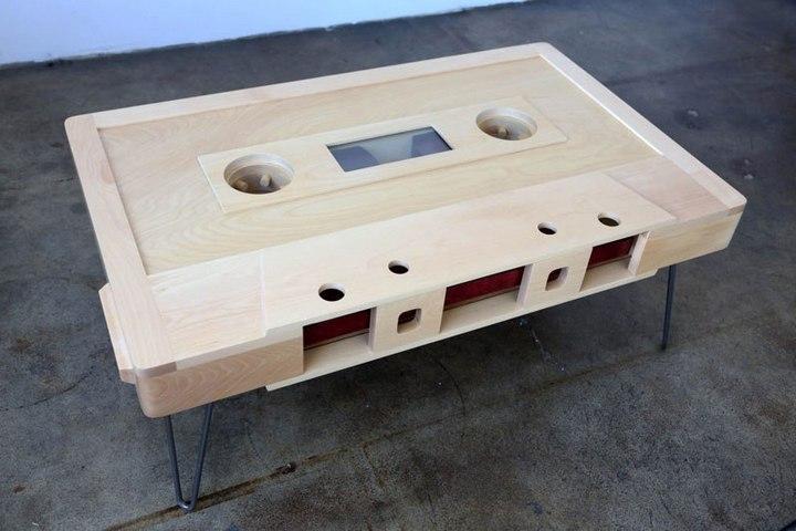 Креативные столы в форме аудиокассет (11)