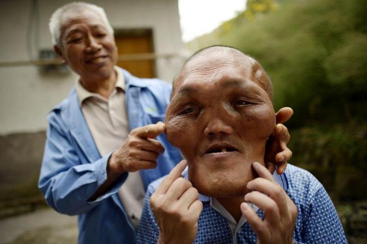 Китайский фермер с лицом инопланетянина (2)