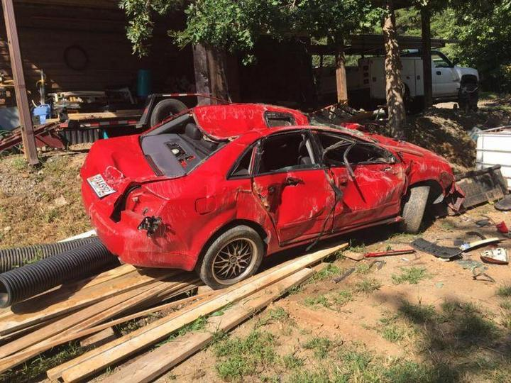 Отец изуродовал машину дочери из-за её ухажёра (3)