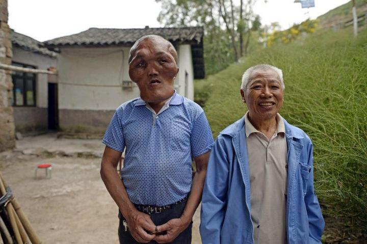 Китайский фермер с лицом инопланетянина (3)