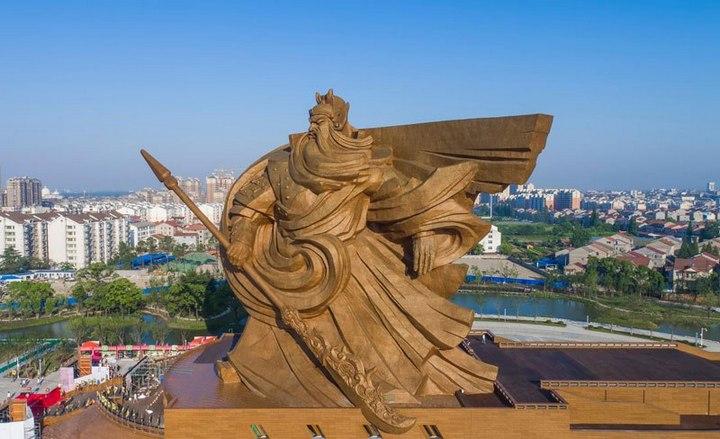 Гигантская статуя Гуань Юй в Китае (3)