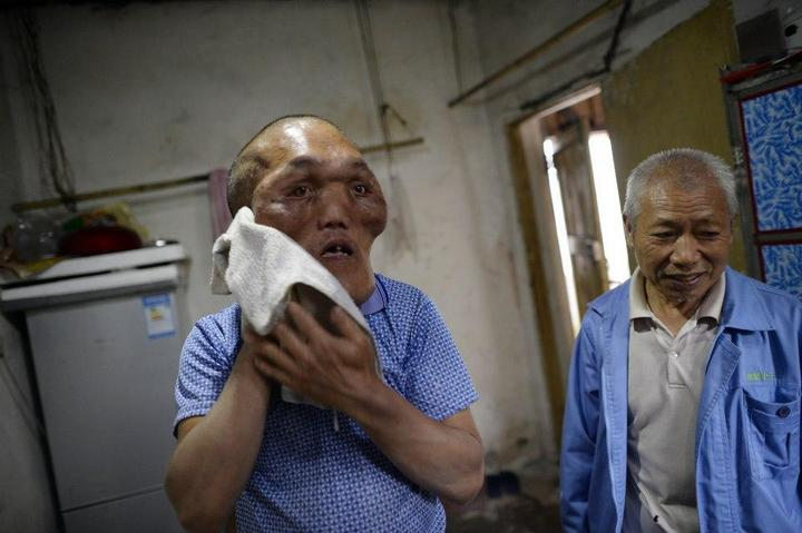 Китайский фермер с лицом инопланетянина (4)