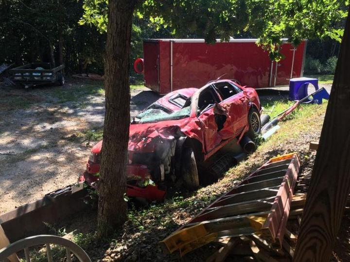 Отец изуродовал машину дочери из-за её ухажёра (4)