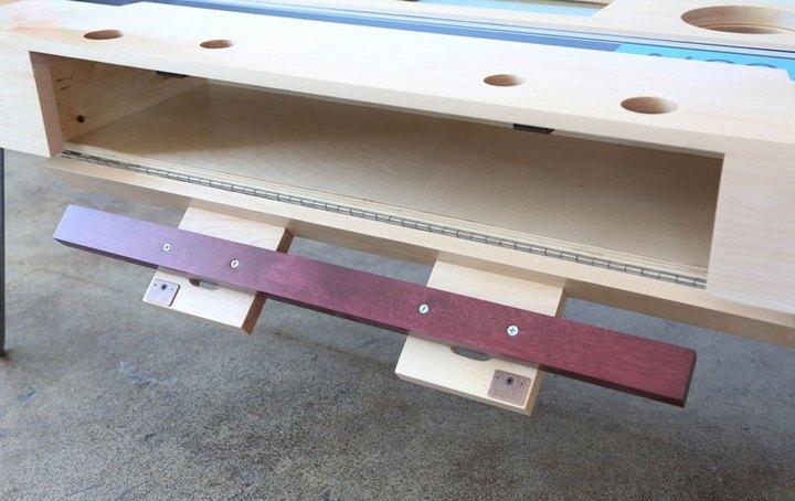 Креативные столы в форме аудиокассет (7)