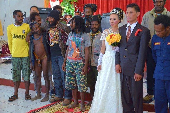Родственнички у невесты что надо