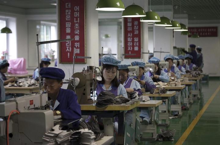 Кадры из повседневной жизни в Северной Корее (14)