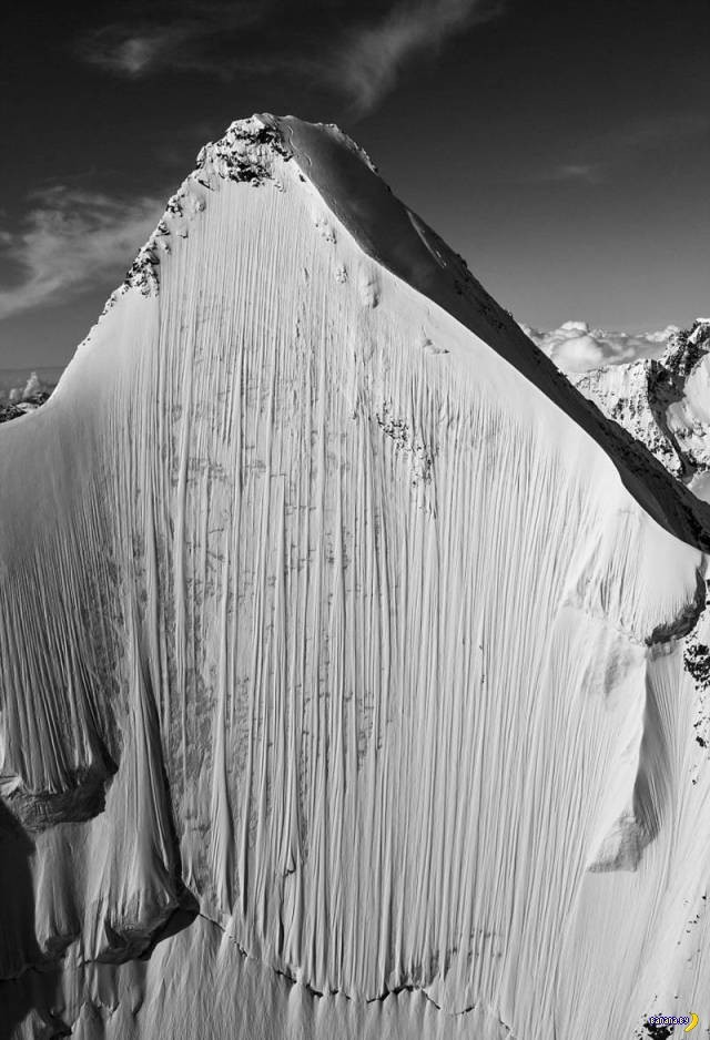 Скоростной спуск на лыжах с отвесной горы (1)