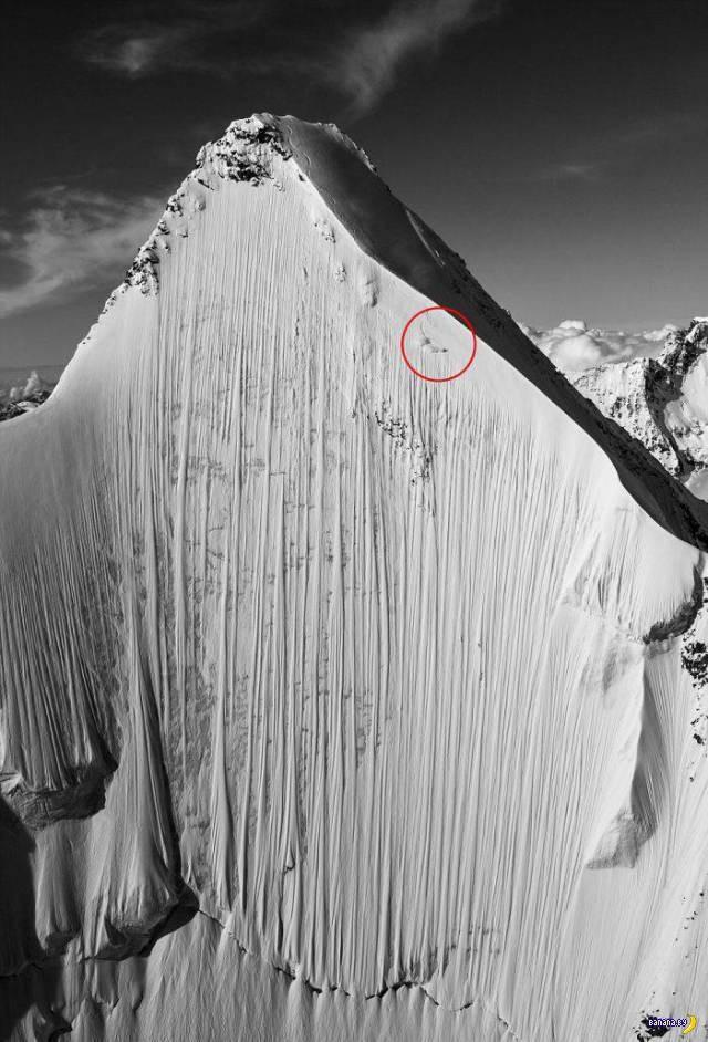 Скоростной спуск на лыжах с отвесной горы (2)