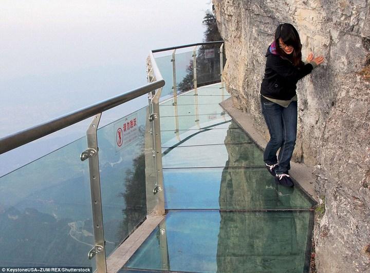 Новый стеклянный мост над бездной (6)