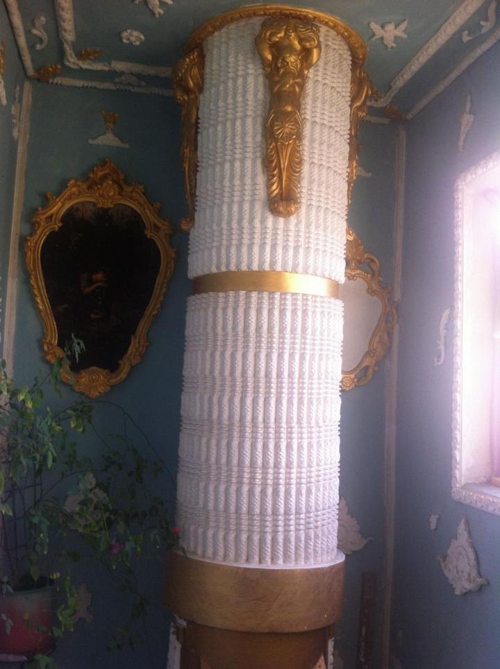 Пенсионер из Киева превратил подъезд в Версаль (2)