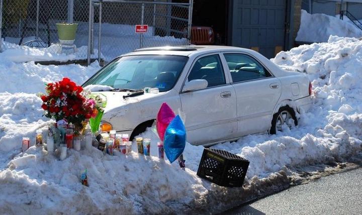 Пока отец убирал снег, его жена и двое детей задохнулись в машине (3)