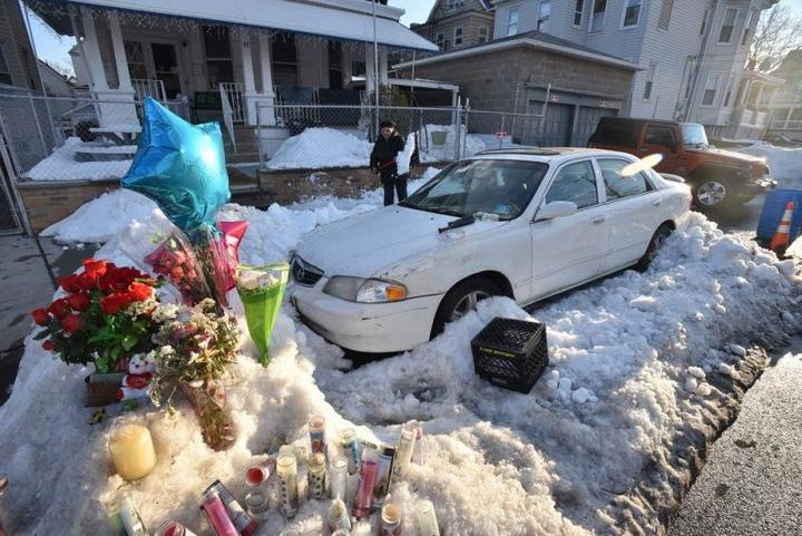 Пока отец убирал снег, его жена и двое детей задохнулись в машине (5)