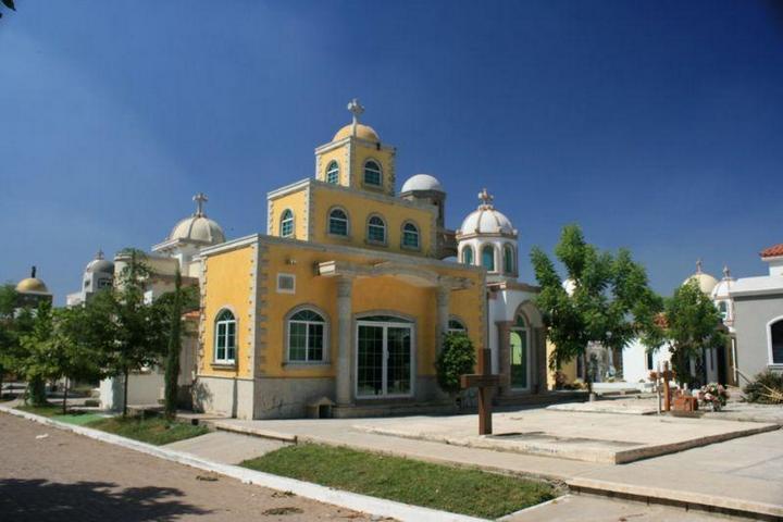 Роскошное кладбище мексиканских наркобаронов (10)