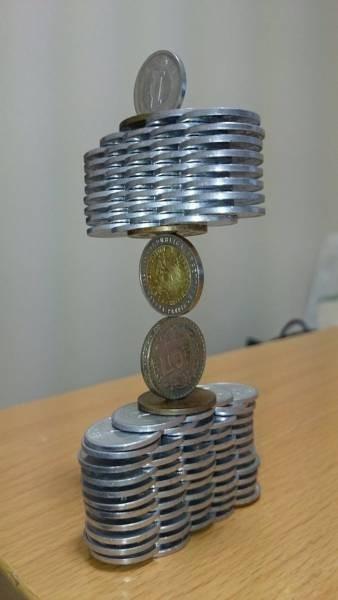 На грани. Удивительные фигуры из монет (12)