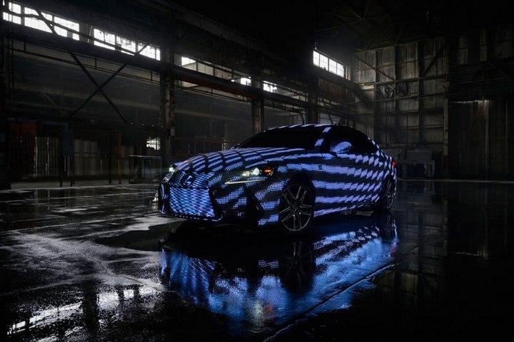 Lexus IS нарядили в покрытие из 42000 светодиодов (2)