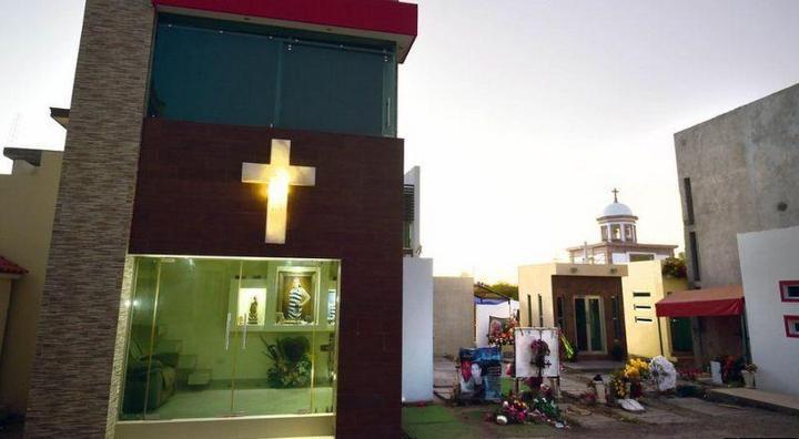 Роскошное кладбище мексиканских наркобаронов (3)