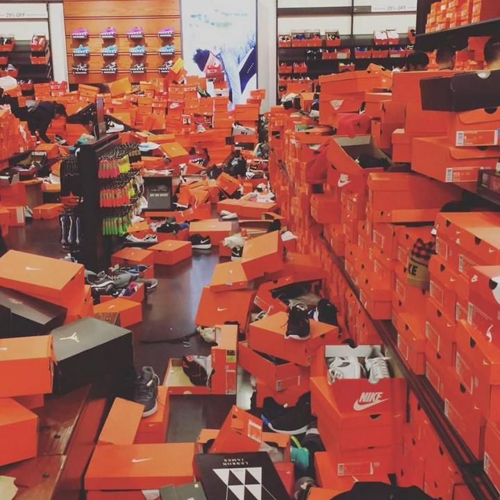 Как прошла Черная пятница в одном из дисконтов Nike в городе Сиэтл (3)