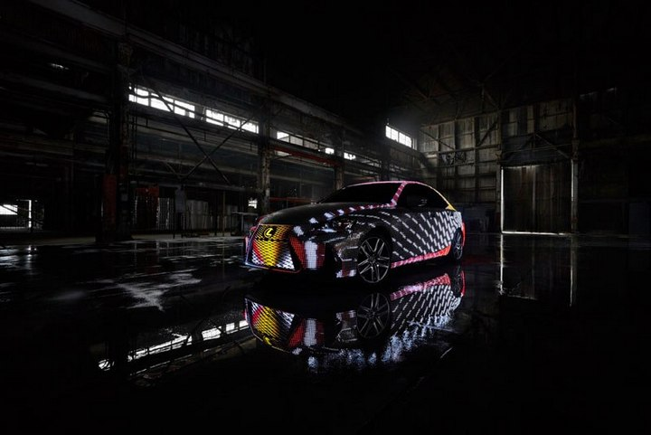 Lexus IS нарядили в покрытие из 42000 светодиодов (6)