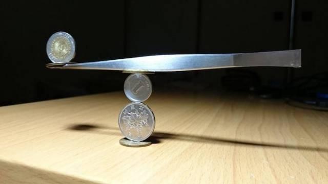 На грани. Удивительные фигуры из монет (8)