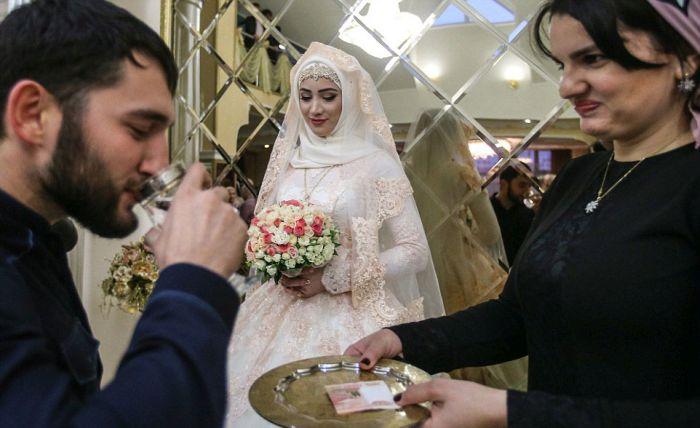 Как празднуют традиционные чеченские свадьбы в Грозном (14)