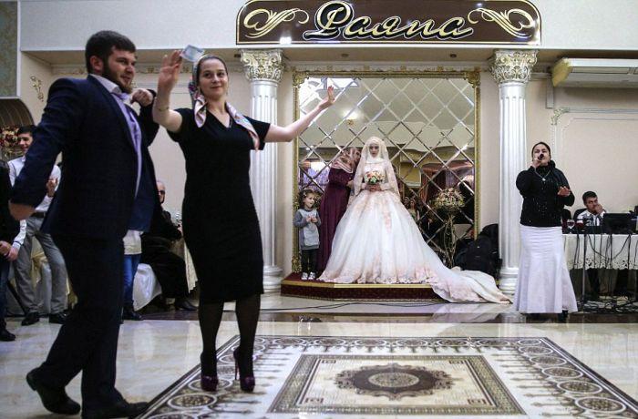 Как празднуют традиционные чеченские свадьбы в Грозном (16)