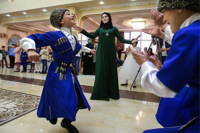 Как празднуют традиционные чеченские свадьбы в Грозном (17)