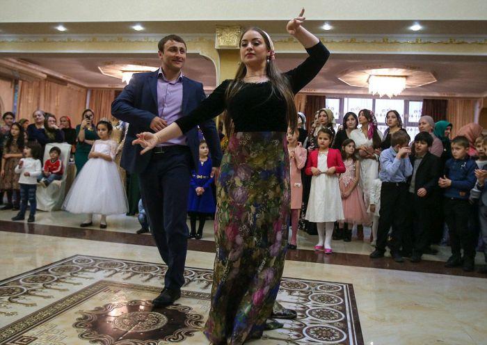 Как празднуют традиционные чеченские свадьбы в Грозном (18)